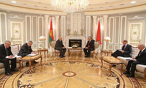 Лукашэнка адзначае пазітыўныя тэндэнцыі ў гандлёва-эканамічных адносінах Беларусі і Кубы