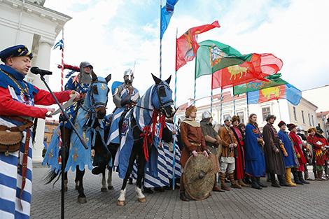 Рыцарскі фестываль у Вілейцы: штурм замка, сярэдневяковыя танцы, вогненнае шоу