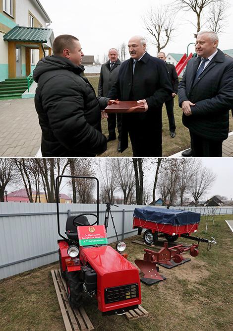 Лукашэнка падарыў міні-трактар дзіцячаму дому сямейнага тыпу ў Буда-Кашалёве