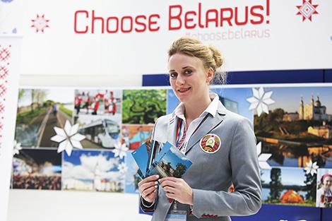 Беларусы на СФМС праводзяць флэш-мобы і прапануюць гасцям адправіць дадому паштоўку з краявідамі Мінска