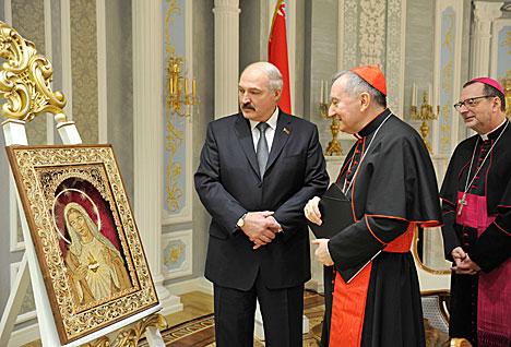 Лукашэнка перадаў у дар Папе Рымскаму рукатворны абраз