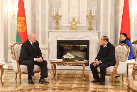 Тайланд зацікаўлены супрацоўнічаць з Беларуссю ў сферы інвестыцый і ВПК