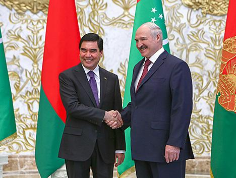Лукашэнка: Беларусь гатова абмеркаваць з Туркменістанам супрацоўніцтва на фоне няпростай сітуацыі ў свеце