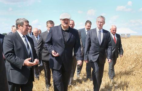 Лукашэнка: Ні ў якім разе нельга дапусціць выпуск няякасных тавараў