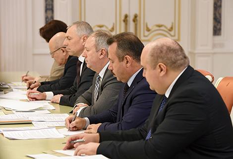 Лукашэнка супраць перакладвання праблем прадпрыемстваў і банкаў на бюджэт