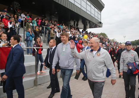 """Лукашэнка адзначае ўсё большую папулярнасць """"Гонкі легенд"""" у Раўбічах"""
