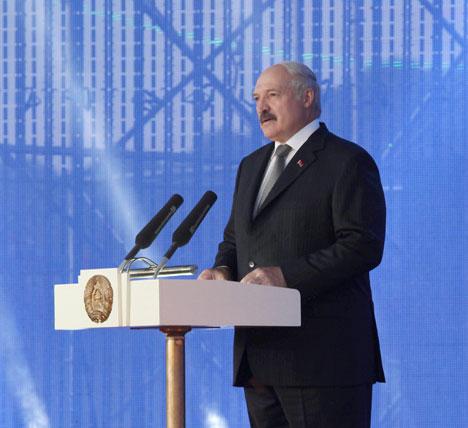 Лукашэнка: Беларускі народ беражліва захоўвае фальклорную традыцыю