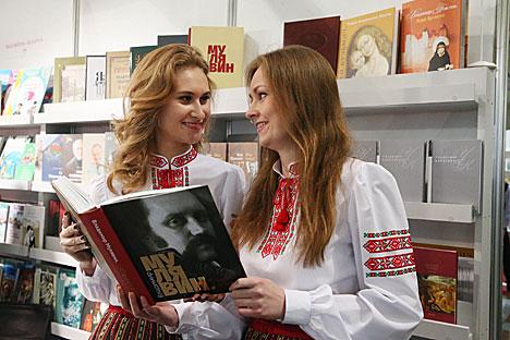 """Кніга """"Уладзімір Мулявін. """"Сэрцам і думамі..."""""""