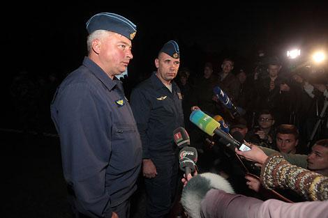 Гвардыі палкоўнікі Андрэй Рачкоў і Аляксандр Караў, якія выконвалі начную пасадку Су-25