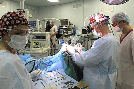 Беларускія медыкі правялі ўнікальную аперацыю ў галіне анкалогіі з выкарыстаннем біяклетачных тэхналогій