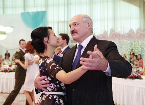 Лукашэнка: Дабрабыт, стабільнасць, мірнае існаванне Беларусі знаходзяцца ў руках моладзі