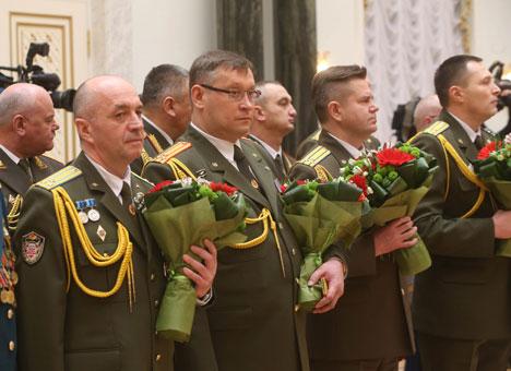 На цырымоніі ўручэння пагонаў вышэйшаму афіцэрскаму складу