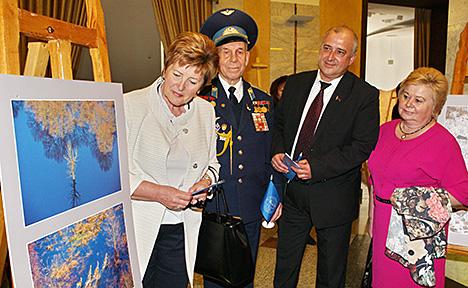 Удзельнікі ўрачыстага мерапрыемства з нагоды 55-гадовага юбілею Беларускага фонада міру