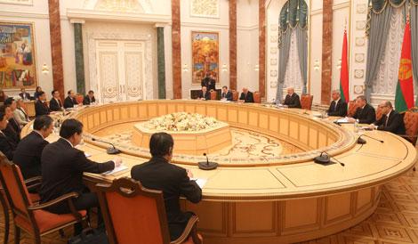 Лукашэнка: Высокі ўзровень беларуска-кітайскіх палітычных адносін павінен падцягнуць і эканоміку