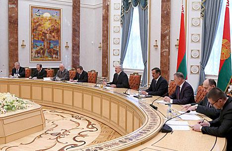 Лукашэнка сустрэўся з губернатарам Курскай вобласці Аляксандрам Міхайлавым