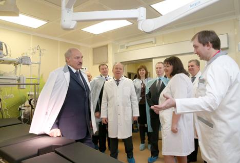 Лукашэнка: У Беларусі ніколі не будуць эканоміць на дзецях і маці