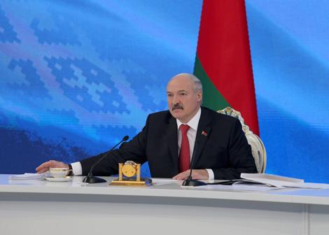 Лукашэнка: Беларусь не пераклейвае наклейкі на санкцыйныя прадукты, а перапрацоўвае імпартуемую сыравіну