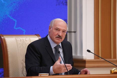 Лукашэнка адзначае няроўныя ўмовы для суб'ектаў гаспадарання ў Беларусі і Расіі