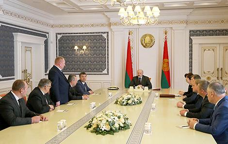Лукашэнка даручыў удасканаліць структуру сельгасвытворчасці ў паўночных раёнах Беларусі