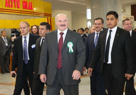 Лукашэнка наведаў сумесную беларуска-туркменскую выстаўку-кірмаш і Алімпійскі гарадок у Ашхабадзе