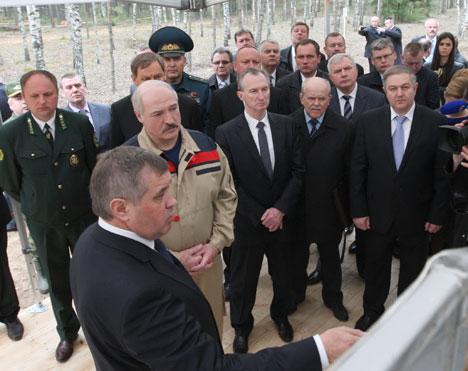 Аляксандр Лукашэнка ў час наведвання Казырскага лясніцтва Лагойскага лясгаса