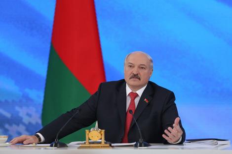 Лукашэнка: Усе сродкі транспартнага збору да капейкі накіраваны на рамонт і будаўніцтва дарог