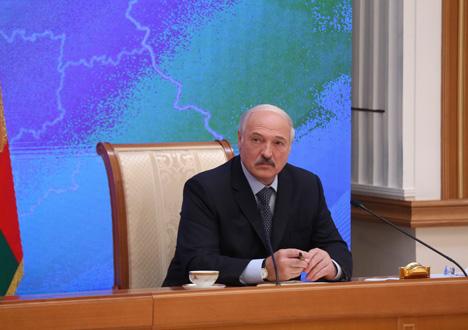 Лукашэнка: Пры нармальных умовах жыцця ніякіх каляровых рэвалюцый не будзе