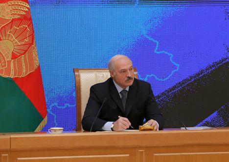 Лукашэнка: Ніякіх беларускіх гастарбайтараў у Расіі няма