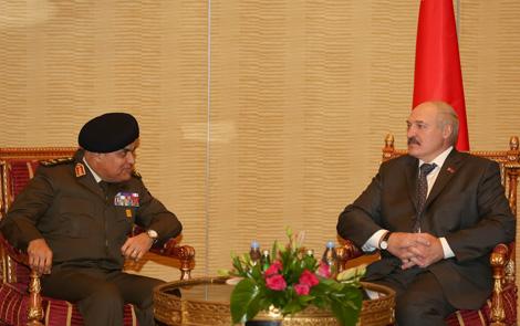 Лукашэнка абмеркаваў з міністрам абароны Егіпта развіццё супрацоўніцтва ў ваенна-прамысловай сферы