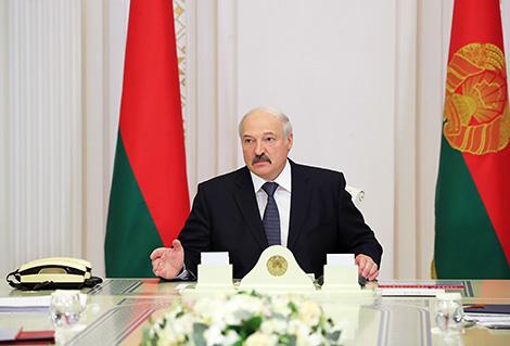 Лукашэнка: Зарплата ў банках павінна адпавядаць узроўню зарплат у краіне