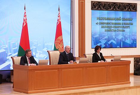 Лукашэнка мае намер праверыць добраўпарадкаванне ў двух-трох дзясятках гарадоў у 2018 годзе