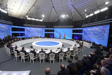 Лукашэнка: Ва ўрадзе будзем замяняць людзей, калі яны нічога не робяць