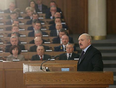 Лукашэнка: Беларусь прадоўжыць ваенна-тэхнічнае ўзаемадзеянне з Расіяй і зацікаўлена паглыбляць дыялог з НАТА