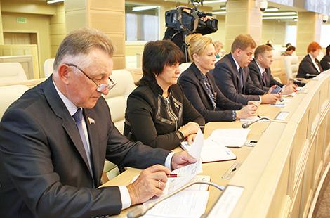 Беларускія сенатары плануюць разгледзець на асенняй сесіі праект бюджэту на 2018 год