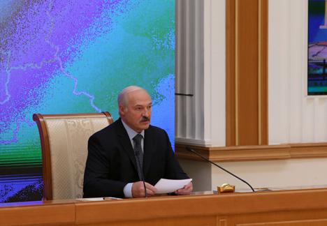 Лукашэнка: Адносна невысокая зарплата ў Беларусі кампенсуецца таннасцю паслуг