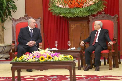 Прэзідэнт Беларусі Аляксандр Лукашэнка на сустрэчы з генеральным сакратаром ЦК Камуністычнай партыі В'етнама Нгуен Фу Чонгам