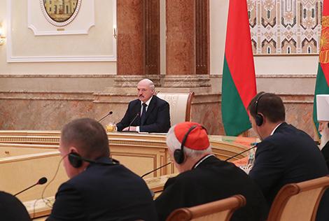 Лукашэнка: Няздольнасць устанавіць мір ва Украіне сведчыць аб вельмі цяжкім крызісе ў Еўропе