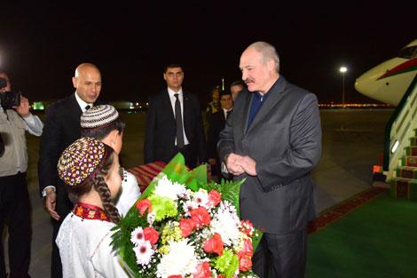 Лукашэнка прыбыў з афіцыйным візітам у Туркменістан