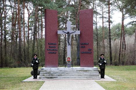 Во время митинга на месте захоронения итальянских солдат и офицеров в урочище Борок