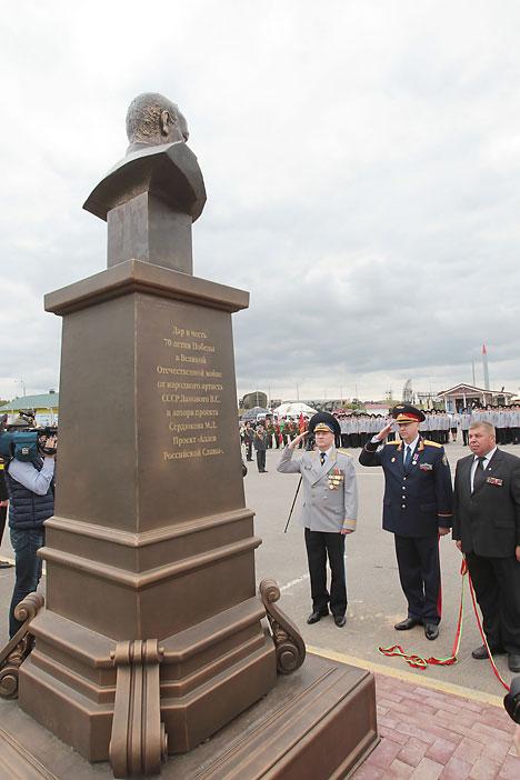 """На """"Линии Сталина"""" открыли памятник маршалу Жукову"""