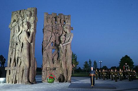 Лукашэнка: У Беларусі свята шануюць і заўсёды будуць помніць ахвяр Вялікай Айчыннай вайны