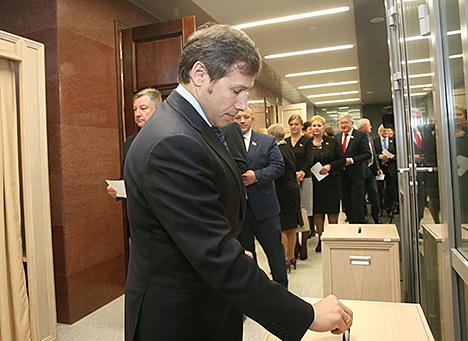 Мясніковіч перавыбраны старшынёй Савета Рэспублікі