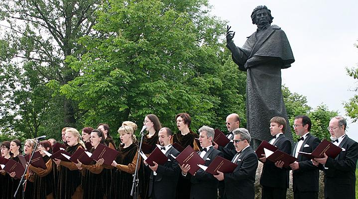 Памятник Адаму Мицкевичу в Новогрудке