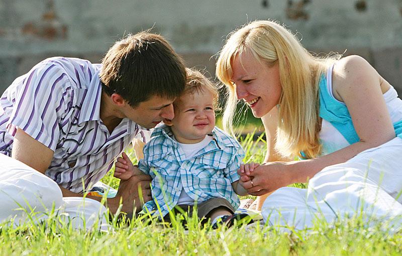 молодая семья по: