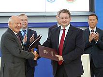 09469f964f88 Минск и исполком ЕОК 1 сентября 2017 г. подписали контракт на проведение II  Европейских игр